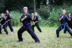 karate trainen in de open lucht